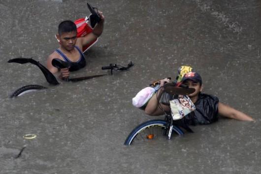 Filipiny - Manila sparaliżowana przez monsunowe opady 6