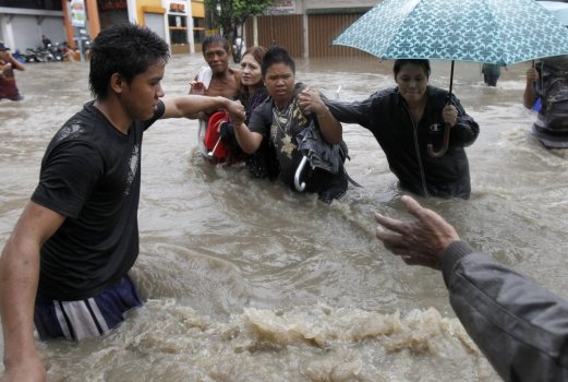 Filipiny - Manila sparaliżowana przez monsunowe opady
