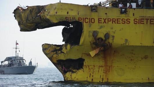 Filipiny - Ogłoszono stan katastrofy ekologicznej na wyspie Mactan, po zderzeniu z kontenerowcem zatonął prom wypełniony olejem 1