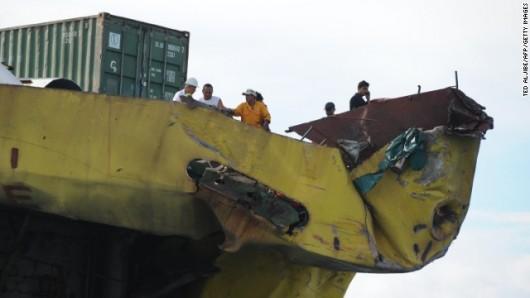 Filipiny - Ogłoszono stan katastrofy ekologicznej na wyspie Mactan, po zderzeniu z kontenerowcem zatonął prom wypełniony olejem 2