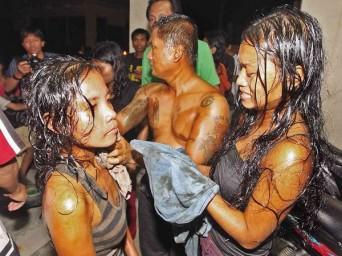 Filipiny - Ogłoszono stan katastrofy ekologicznej na wyspie Mactan, po zderzeniu z kontenerowcem zatonął prom wypełniony olejem 3
