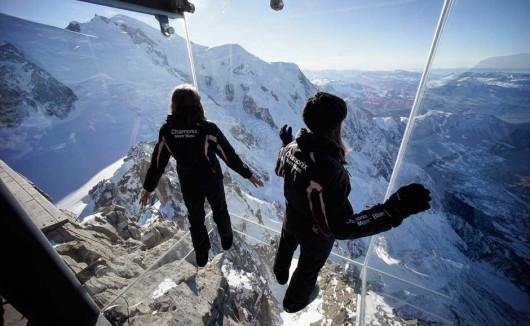 Francja - Szklana kabina z widokiem na Mont Blanc