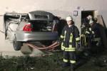 Niemcy - Tragiczny wypadek, auto leciało 15 metrów w górze i wbiło się w dom