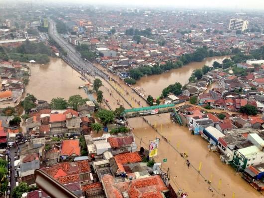 Indonezja - Dziesiątki miejscowości w Dżakarcie zostały zalane i podtopione po wyjątkowo obfitych opadach 2