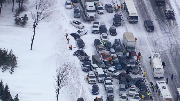 Kanada – Ogromny karambol na 96 samochodów w pobliżu miasta Barrie