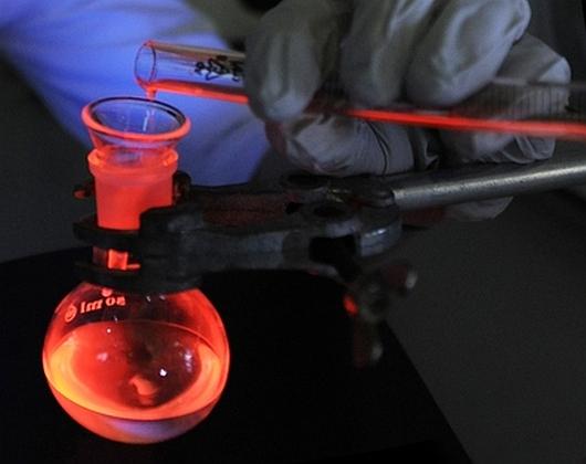 świecenie rekordowo wydajnych kompleksów europu z fosfinotlenkami - OLED