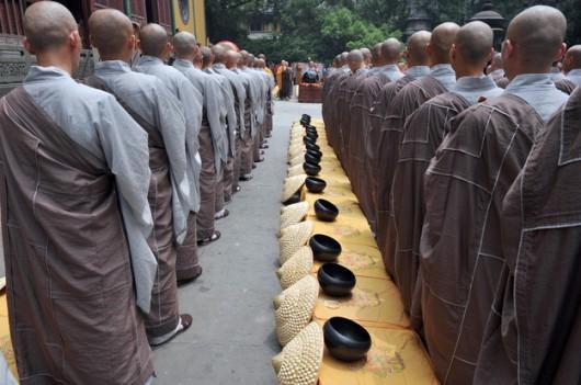 Chiny - Buddyjscy mnisi ze świątyni Lingyin