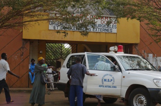 Lekarze bez Granic musieli ewakuować personel z kliniki, w której leżą chorzy na Ebolę