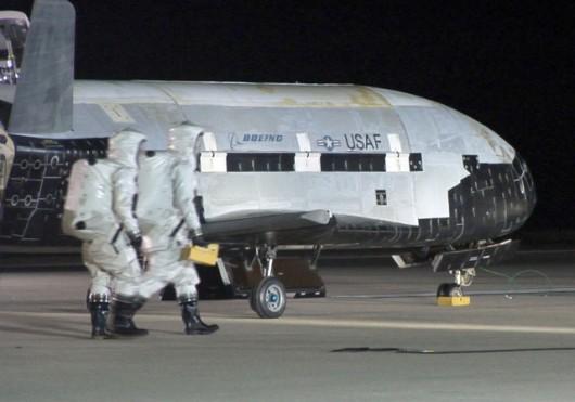 X-37B po wylądowaniu w bazie Vandenberg. To ten sam egzemplarz, który obecnie jest na orbicie