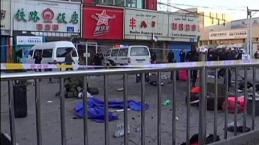 Chiny - Wybuch bomby przed dworcem kolejowym