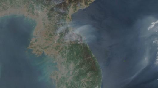 Chmura dymu w pobliżu granicy między państwami koreańskimi