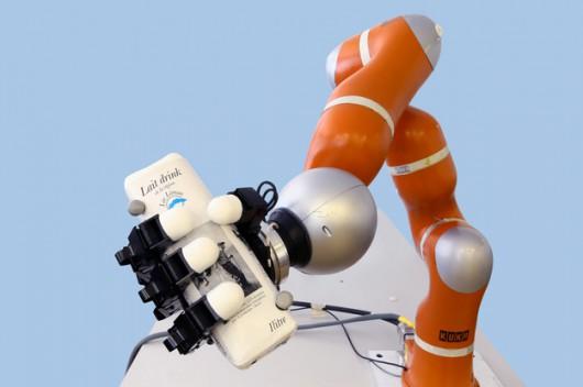 Ramię robota zbudowanego w Ecole Polytechnique Fédérale de Lausanne
