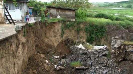 Rumunia - Duże osuwisko powstało na skarpie w jednej z dzielnic Tulczy