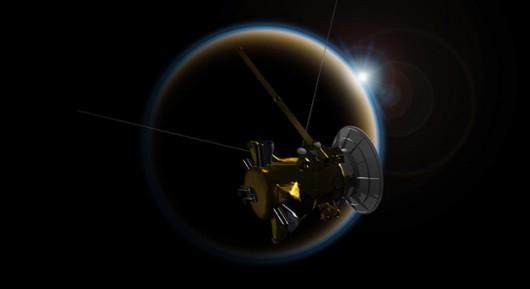 """Sonda Cassini """"obserwuje"""" zachód Słońca na Tytanie /Rys. NASA/JPL-Caltech /"""