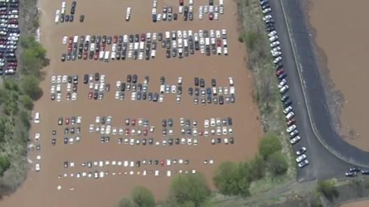 USA - W New Jersey i Nowym Jorku samochody zostały uwięzione pod wodą
