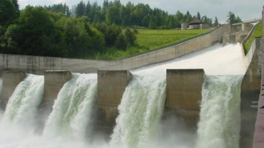 Zrzut wody ze Zbiornika Czorsztyńskiego