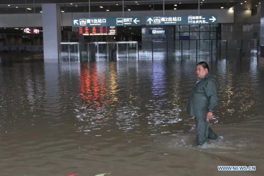 Chiny - Pierwszy tajfun i powódź 3