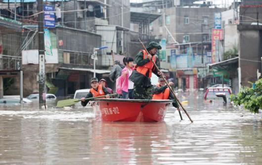 Chiny - Ulewny deszcz i gwałtowna powódź w prowincji Syczuan 2