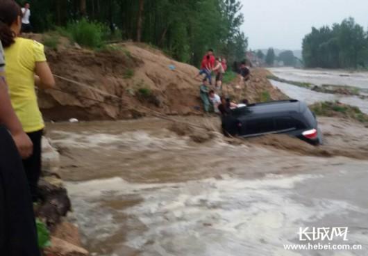 Chiny - Ulewny deszcz i gwałtowna powódź w prowincji Syczuan 3
