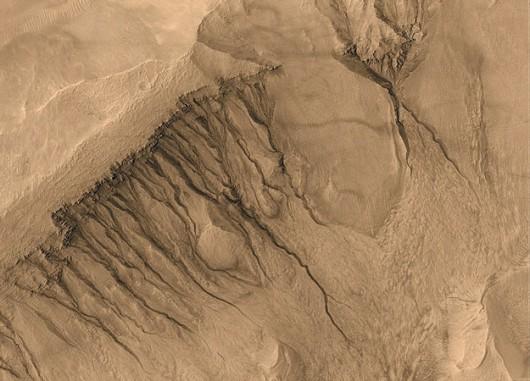 Dla porównania - wąwozy na Marsie