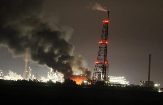 Słup ognia widoczny był z odległości wielu kilometrów /Persbureau GinoPress /PAP/EPA