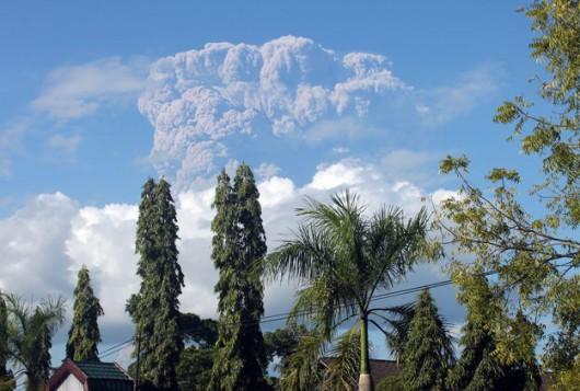 Indonezja - Erupcja Sangeang Api 2