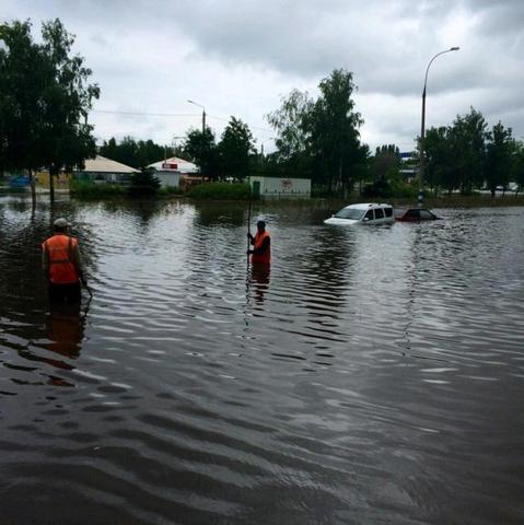 Rosja - Dzień Rosji - Ulewny deszcze  w Moskwie 2