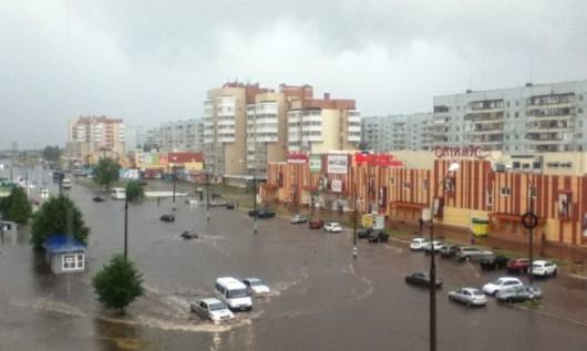 Rosja - Dzień Rosji - Ulewny deszcze  w Moskwie