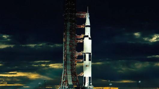 Saturn V szykujący się do startu w 1972 roku.