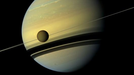 Saturn i jego księżyc Tytan