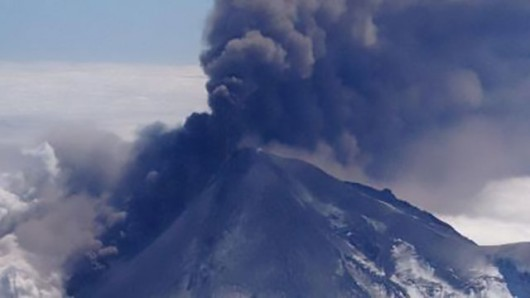 USA - Wulkan Pavlof na Alasce 2