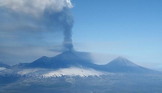 USA - Wulkan Pavlof na Alasce