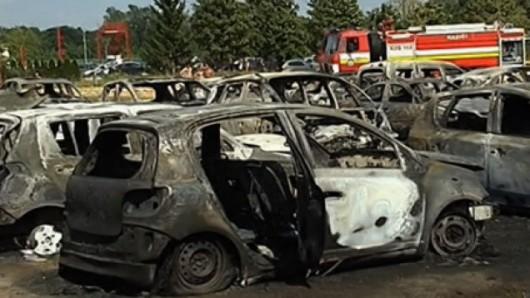 Słowacja - W miejscowości Sladkovicovo spłonęło 40 samochodów na parkingu, winne upały 2