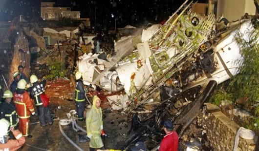 Tajwan - Podczas lądowania rozbił się samolot ATR-72 w mieście Magong, zginęło 51 osób 2