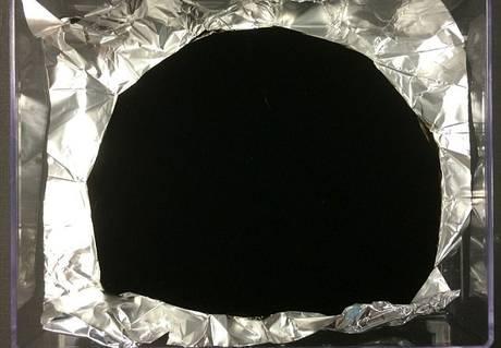 Tak wygląda próbka najciemniejszego materiału świata  (oczywiście wyświetlona na monitorze).