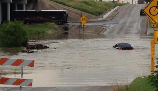 USA - Błyskawiczne powodzie w Teksasie 4