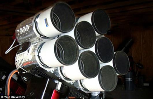 USA - Teleskop z kilku teleobiektywów fotograficznych
