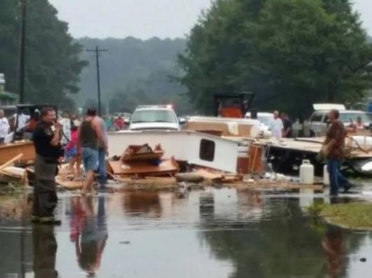 USA - Tornado zniszczyło pole kempingowe, dwie osoby zginęły, 27 rannych 1