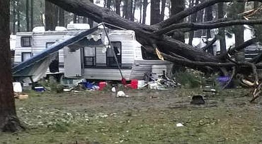 USA - Tornado zniszczyło pole kempingowe, dwie osoby zginęły, 27 rannych 2
