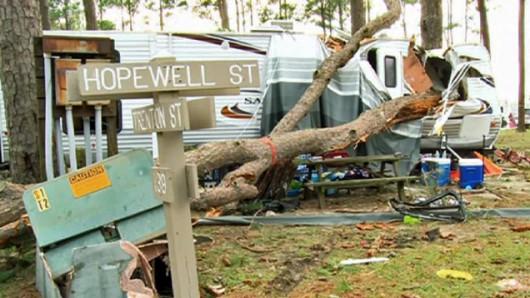 USA - Tornado zniszczyło pole kempingowe, dwie osoby zginęły, 27 rannych 5