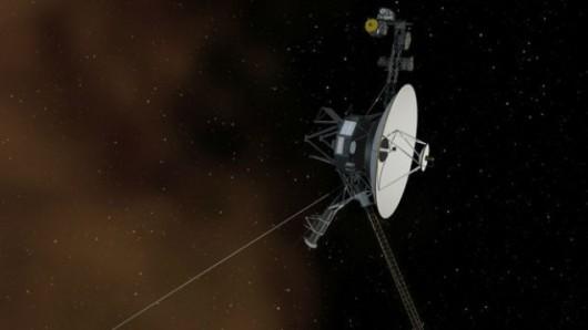 Wizualizacja artystyczna przedstawiająca sondę Voyager I oraz obłok plazmy /NASA/