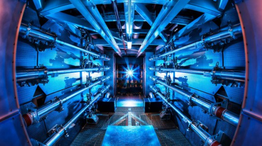 Wzmacniacze lasera National Ignition FacilityWikipedia/CC BY-SA 3.0/Lawrence Livermore National Laboratory