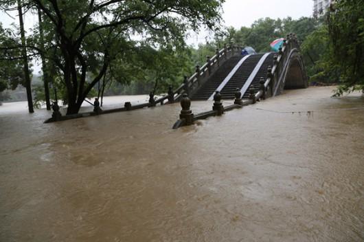 Chiny - Powódź 2