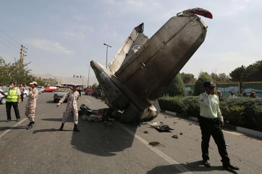 Iran - Mały samolot pasażerski spadł w Teheranie na dzielnice mieszkalną, na pokładzie było 48 osób 1