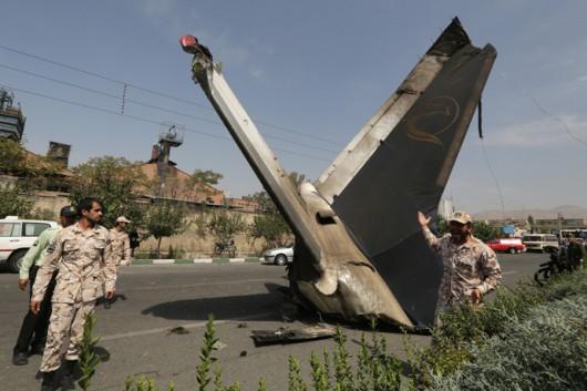 Iran - Mały samolot pasażerski spadł w Teheranie na dzielnice mieszkalną, na pokładzie było 48 osób 2
