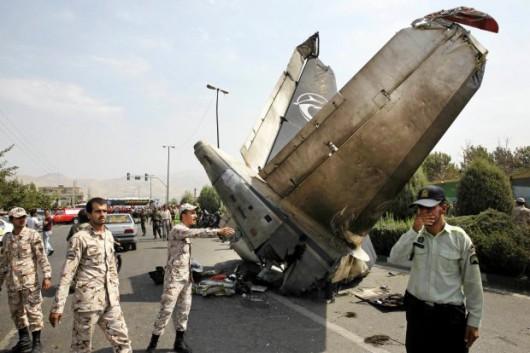Iran - Mały samolot pasażerski spadł w Teheranie na dzielnice mieszkalną, na pokładzie było 48 osób 3