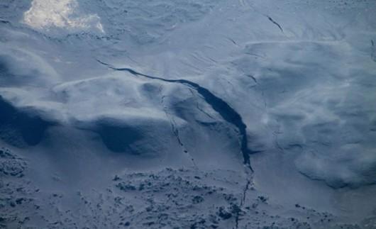 Islandia - Na lodowcu Vatnajökull pojawiły się 3 pęknięcia od 4 do 6 km