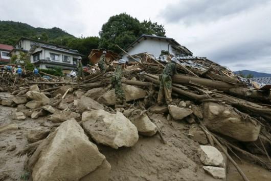 Japonia - Co najmniej 36 ofiar lawiny błotnej 3