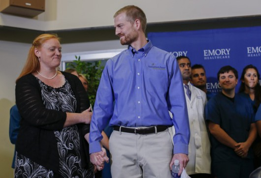 Jeden z wyleczonych z Eboli Amerykanów Dr. Kent Brantly z żoną