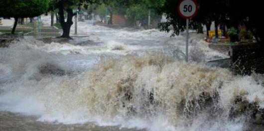 Kolumbia - W godzinę prawie całe miasto zostało zalane przez intensywnie padający deszcz